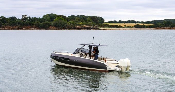 Invictus  GT 280 S between personal and professional Arradon