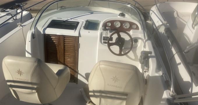 Rental yacht Saint-Florent - Jeanneau Cap Camarat 625 WA on SamBoat