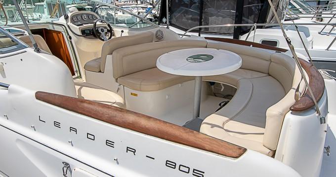 Boat rental Saint-Gilles-Croix-de-Vie cheap Leader 805