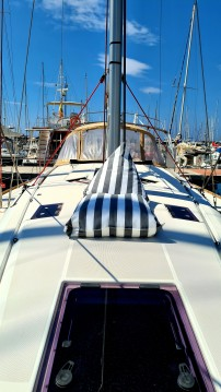 Hire Sailboat with or without skipper Jeanneau Maó