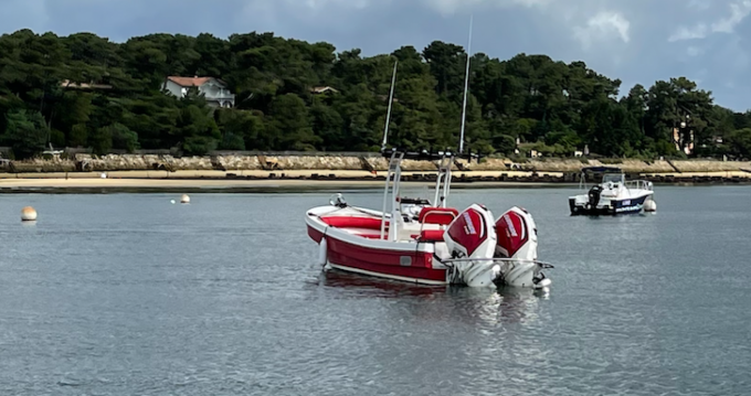 Hire Motorboat with or without skipper PangaFerret Port de la Vigne