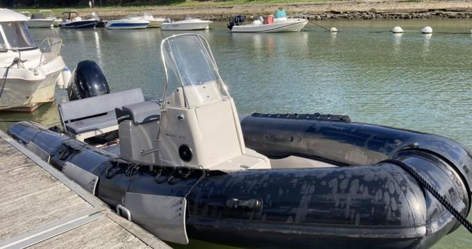 Boat rental Pro Marine Promanta 610 in Vannes on Samboat