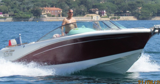 Boat rental Jeanneau Runabout 755 in Port Grimaud on Samboat