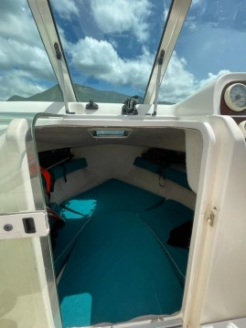 Rent a Jeanneau Leader 605 Annecy