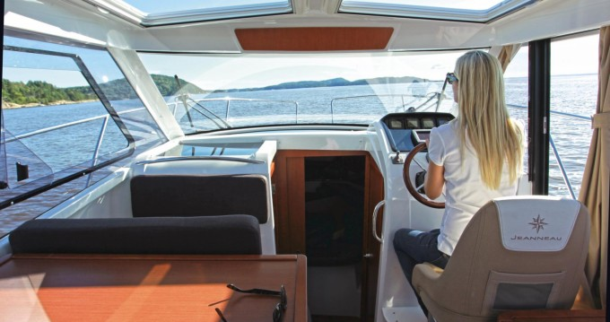 Rental yacht Calanque de Port-Miou - Jeanneau Merry Fisher 8 on SamBoat