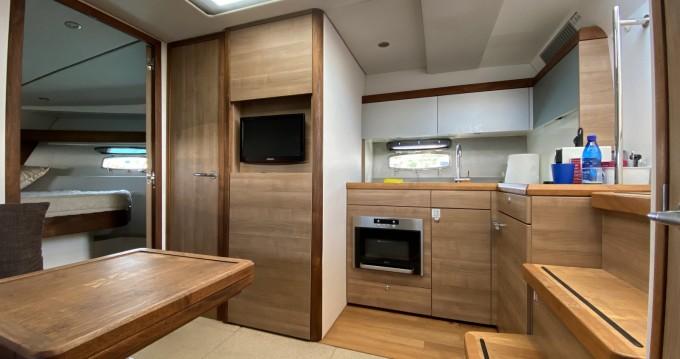 Rental yacht Limassol - Sealine Sealine SC 35 on SamBoat