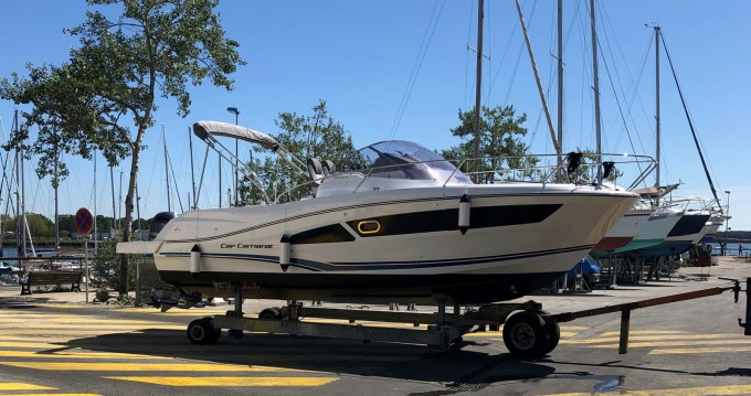 Motorboat for rent Larmor-Plage at the best price