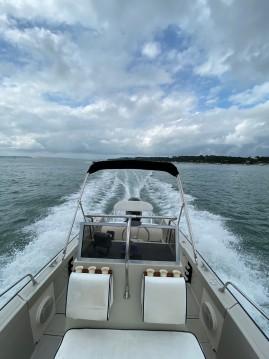 Boat rental Lège-Cap-Ferret cheap Boston Whaler 22 Outrage