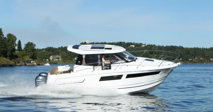 Jeanneau Merry Fisher 855 between personal and professional Saint-Cyprien