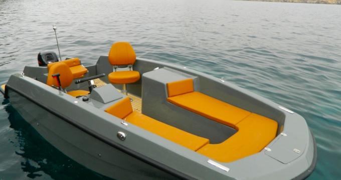 Boat rental Magonis Wave in Santa Eulària des Riu on Samboat