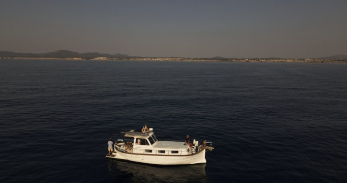 Rental Motorboat Menorquin-Yachts with a permit