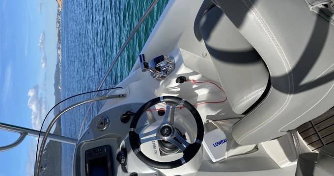 Boat rental Bénéteau Flyer 750 Sun Deck Rubis in Lecci on Samboat