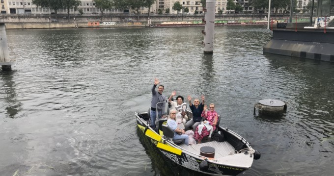 Motorboat for rent Paris at the best price