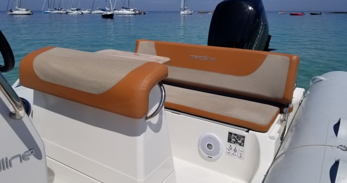 Boat rental Zodiac Medline 580 Hypalon in Kernével on Samboat