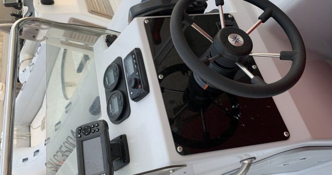 Hire RIB with or without skipper Master Old Port of Marseille