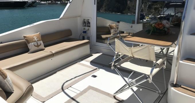 Rent a Sea Ray Sea Ray 550 Sedan Bridge Salerno