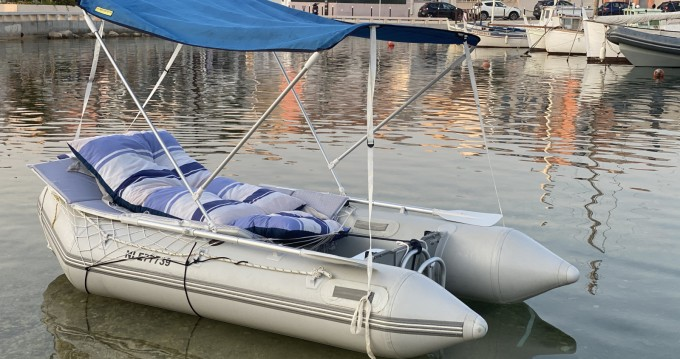 Boat rental Jago Jago320 in Carro on Samboat