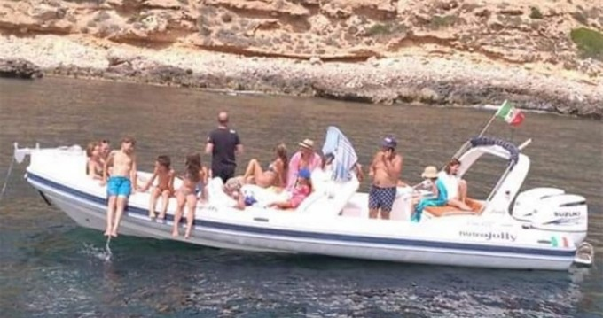 Boat rental Marsala cheap Blackfin 9 Elegance