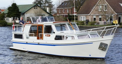 Canal boat for rent Woubrugge at the best price