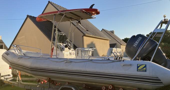 Boat rental Zodiac Pro 650 in Arzon on Samboat