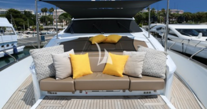 Peri Yacht Quantum between personal and professional Cannes