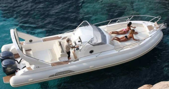 Capelli Tempest 1000 between personal and professional Port Grimaud