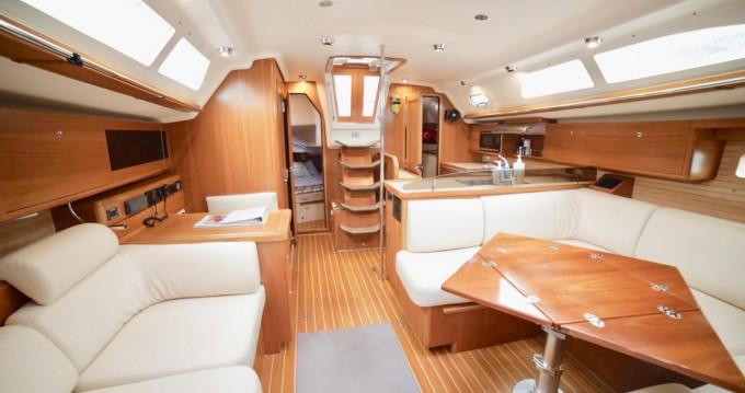 Rental Sailboat in St. Petersburg - Catalina Yachts Catalina 45