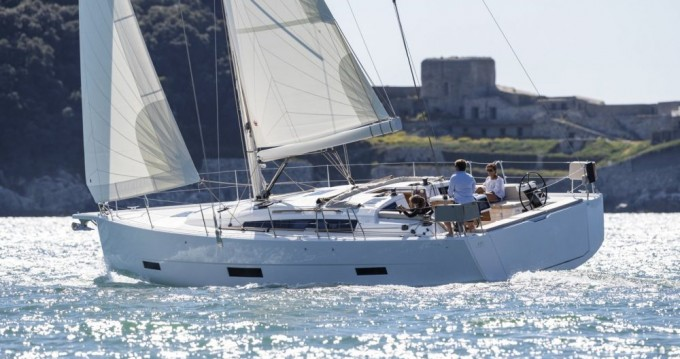 Hire Sailboat with or without skipper Jeanneau Annapolis