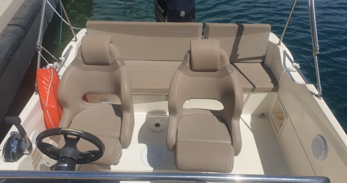 Quicksilver Activ 605 Sundeck between personal and professional Pointe-Rouge