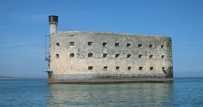 Motorboat for rent Boyard-Ville at the best price