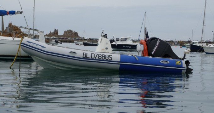Motorboat for rent Carantec at the best price