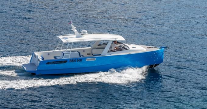 Boat rental Custom Made Colnago 35 in Hvar on Samboat