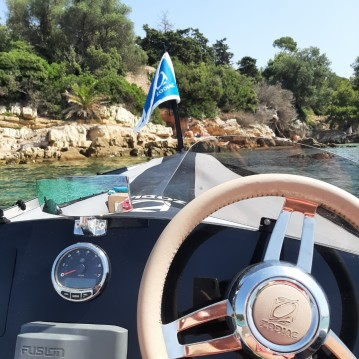 Hire RIB with or without skipper Zodiac Cannes