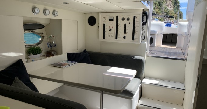 Rental Motorboat in Port Hercule - Itama Itama 38