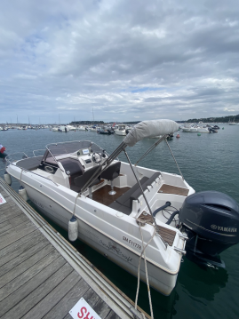 Rental Motorboat Pacific Craft with a permit