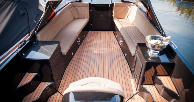 Rent a Maxima 750 flying lounge Aigues-Mortes