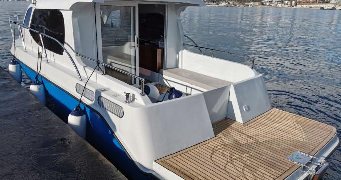 Rental Motorboat in Novigrad -  AC DC Daycruiser 12.0
