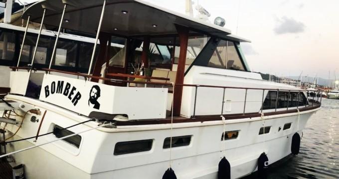 Rental yacht Sestri Ponente - Chris Craft Constellation 55 on SamBoat