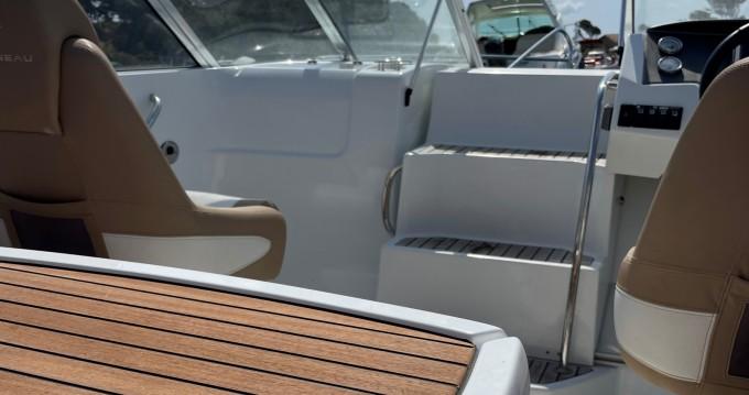 Rental Motorboat in Les Salins d'Hyères - Jeanneau Cap Camarat 6.5 DC