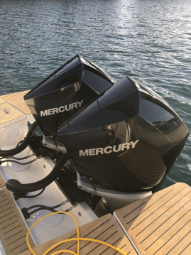 Quicksilver Activ 875 Sundeck between personal and professional Marseille