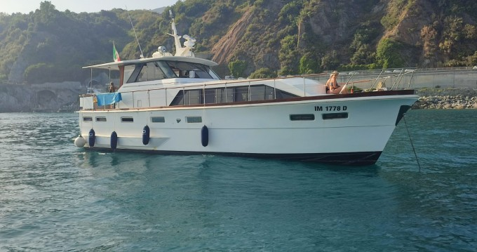 Motorboat for rent Sestri Ponente at the best price