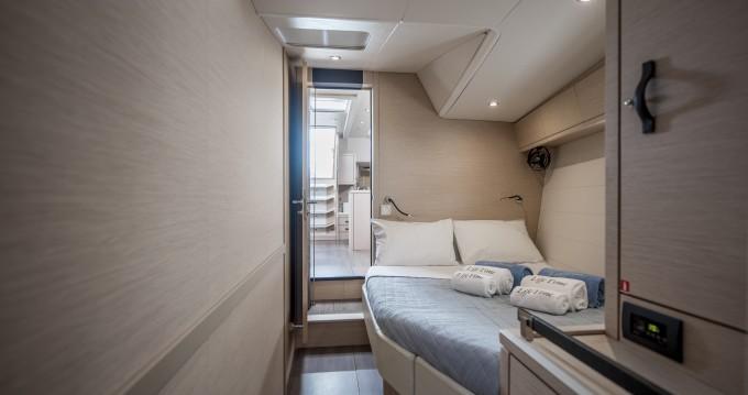 Boat rental Jeanneau Jeanneau 64 - LIFE TIME in Alimos on Samboat