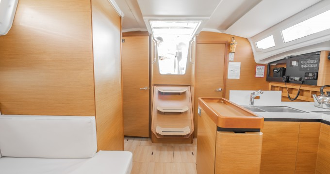 Jeanneau Sun Odyssey 410 between personal and professional Alimos