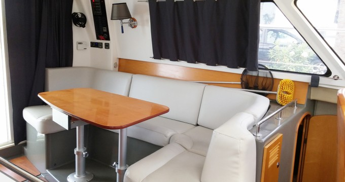 Motorboat for rent Llucmajor at the best price
