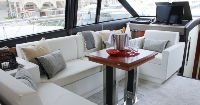 Hire Motorboat with or without skipper Prestige Fréjus