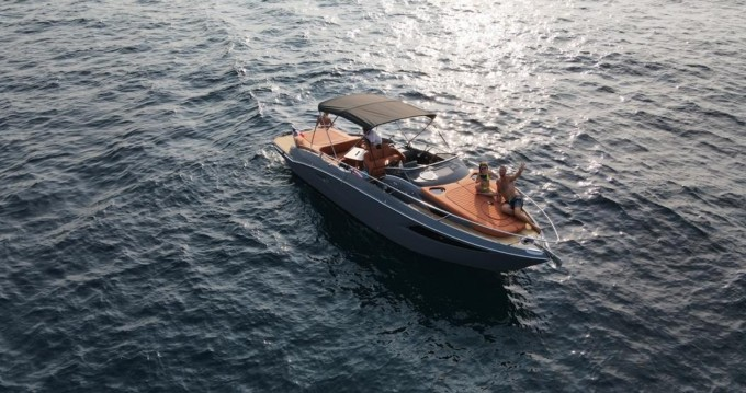Cranchi Endurance 30 between personal and professional Cannes