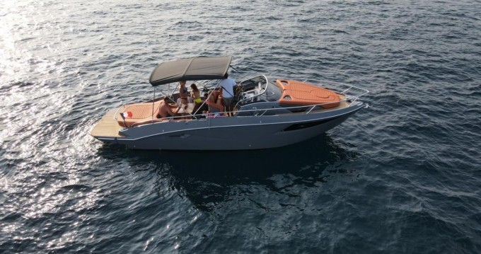 Boat rental Cranchi Endurance 30 in Cannes on Samboat