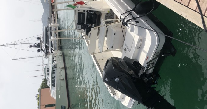 Rental Motorboat Wellcraft with a permit