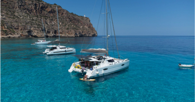 Hire Catamaran with or without skipper Fountaine Pajot Saint Vincent