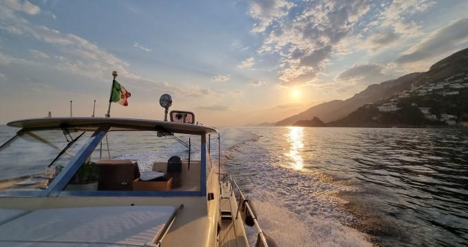 Boat rental Salerno cheap Commander 31